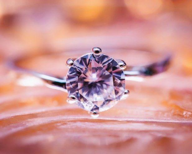Diamant sur une belle bague