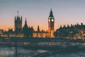 Ville de Londres en Angleterre de nuit avec le Big Ben