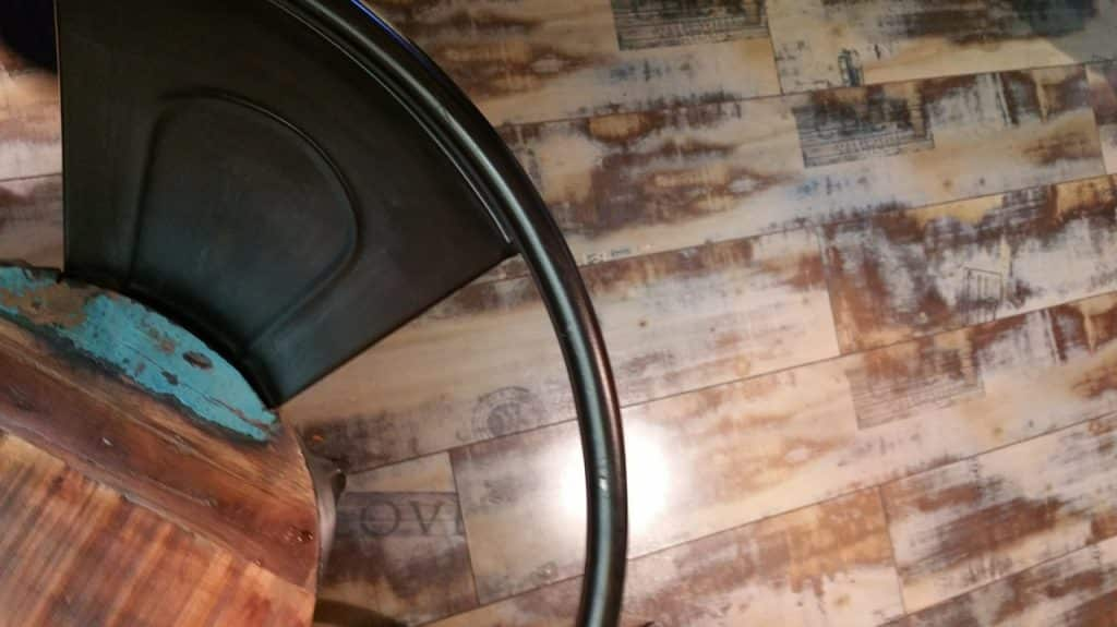 Chaise ancienne vintage, mobilier d'occasion