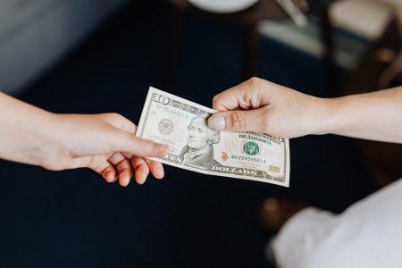 Echange d'un billet en dollar américain