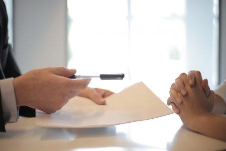 Signature de contrat entre deux parties
